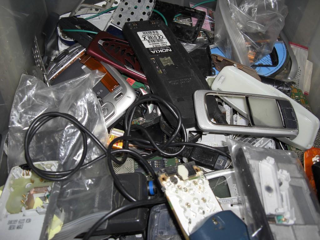Handy_schrott_mobile_phone_scrap