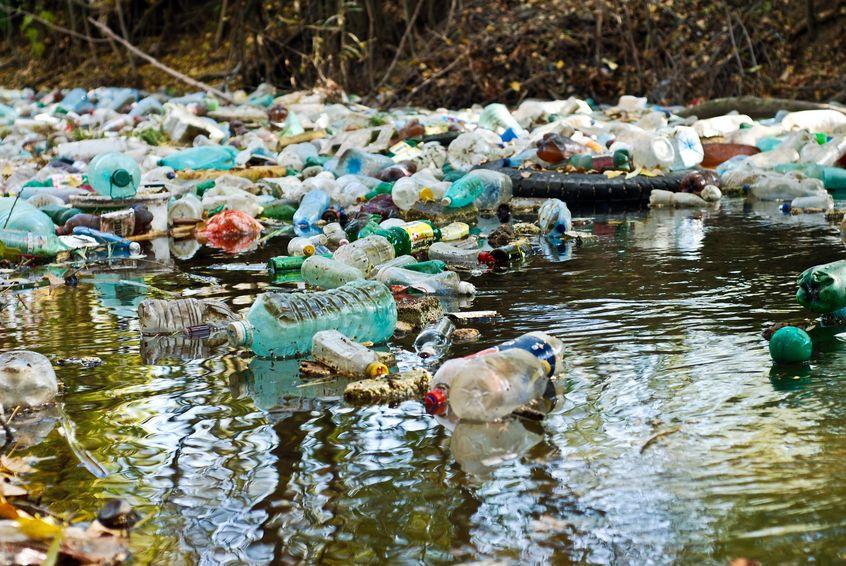 plásticos agua